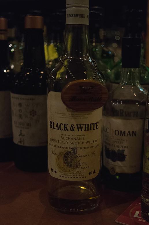 ブラック&ホワイト オールドボトル.jpg